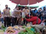 Kapolda-Riau-Irjen-Pol-Agung-Setya-Imam-Effendi-Semangati-Pedangan-Pasar-Cik-Puan.jpg