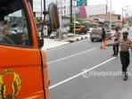 Pembatasan-mobilitas-masyarakat-penyekatan-dilakukan-disejumlah-jalan-di-Kota-Pekanbaru.jpg