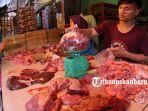 Penjual-Daging-di-salah-satu-pasar-di-Kota-Pekanbaru.jpg