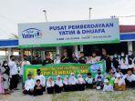 Penyerahan-bantuan-Lembaga-Laskar-Melayu-Bersatu-LLMB-saat-ke-Rumah-Yatim-Cabang-Riau-Minggu.jpg