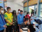 Ratusan-warga-ikuti-vaksinasi-covid-19-dii-kantor-DPD-KNPI-Riau-Kamis-992021.jpg