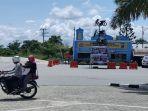 Sepeda-Motor-terlihat-melintas-di-depan-Posko-Pengamanan-Lebaran-2021-di-Pangkalan-Kerinci.jpg