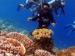 Ustadz-Abdul-Somad-menyelam-menyaksikan-terumbu-karang-dan-beragam-ikan-di-laut-Wakatobi.jpg