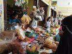 aktivitas-jual-beli-di-pasar-lima-puluh-pekanbaru.jpg