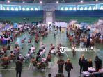 suasana-vaksinasi-massal-covod-19-di-gelanggang-remaja-pekanbaru.jpg
