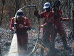 upaya-pemadaman-kebakaran-hutan-di-cagar-biosfer-giam-siak-kecil.jpg