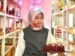 Kisah Entrepreneur Woman Asal Pontianak, Sukses Buka Cake and Bakery Store Bisa Dine In dan Cozy