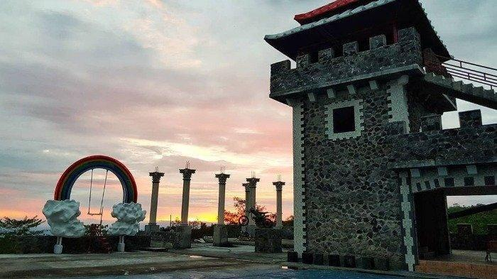 Ingin Pergi ke The Lost World Castle Jogja? Simak Panduan Berikut Ini