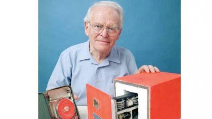 Profil Penemu Black Box Pesawat, David Warren