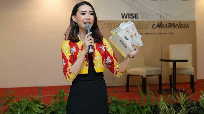 Stella Putri Pius Susilo merupakan Duta Wisata Kalimantan Barat 2015 dan Top 10 Duta Wisata Indonesia 2015.