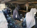 Peringati Hari Air Sedunia, Komahi Untan Bersihkan Saluran Air Kotor di Pontianak