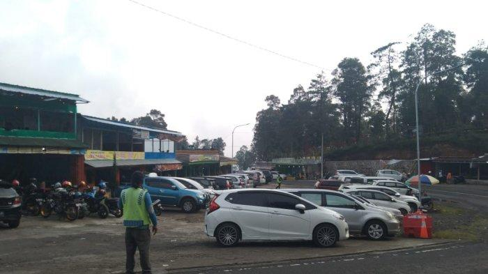 Arus Lalu Lintas Tawangmangu Penuh Kendaraan Luar Kota, Tak Ada Putar Balik Hanya Swab Test Dadakan