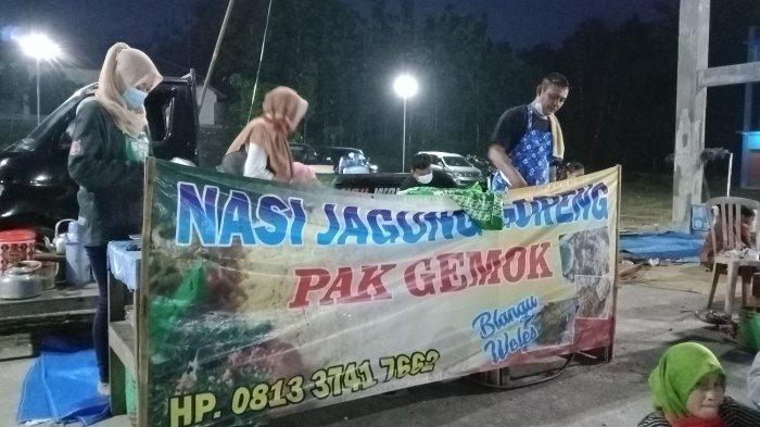 Lapak Nasi Jagung Goreng Pak Gemok, di Alun-Alun Kecamatan Gesi, Kabupaten Sragen