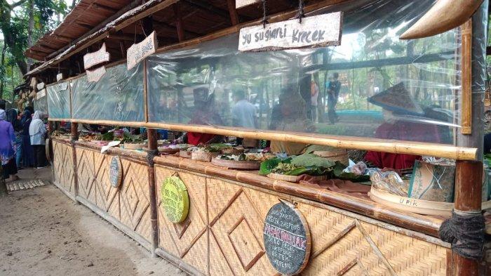 Warung para pedagang di Pasar Bahulak, Sragen