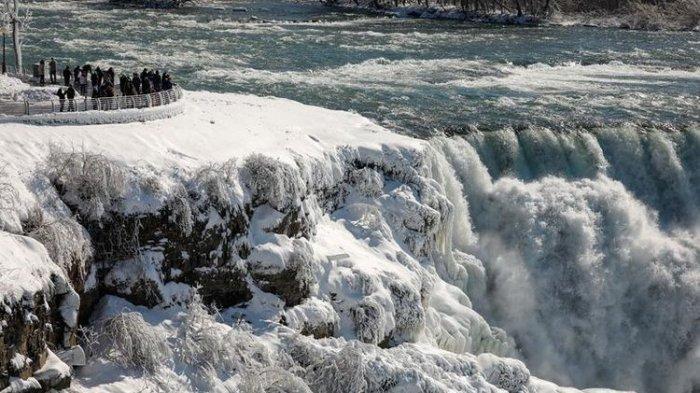 Akibat Badai Salju, Sebagian Air Terjun Niagara di AS Jadi Es, Tampak Indah Bak Negeri Dongeng