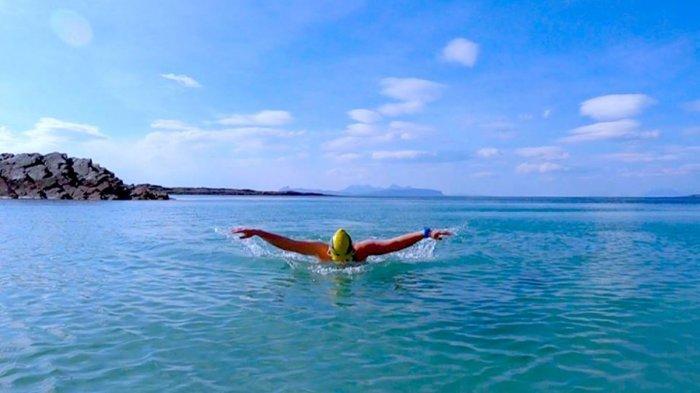Berenang di Laut Nyatanya Menyehatkan, Berikut 5 Manfaat Berenang di Laut