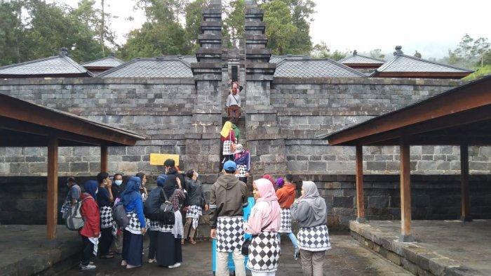 Hari Raya Nyepi, Candi Cetho Karanganyar Tetap Buka, Ramai Dikunjungi Wisatawan