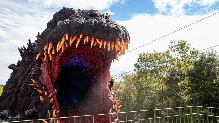 Patung Godzilla Raksasa Sudah Dibuka di Jepang, Ada Flying Fox Masuk Mulut Monster