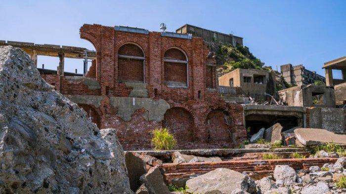 Menikmati Indahnya Gunkanjima, Sebuah Pulau Kecil yang Asri di Jepang