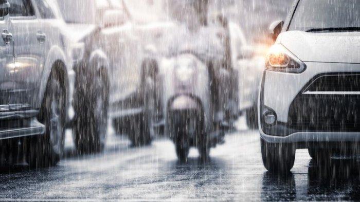 5 Tips Berwisata pada Musim Hujan, Konsumsi Vitamin Agar Badan Tetap Fit