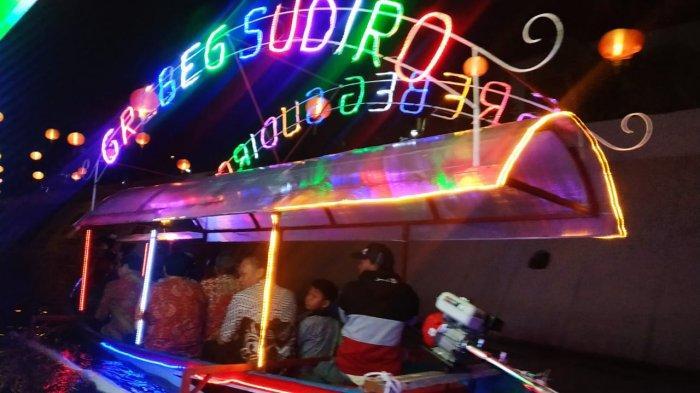 Merasakan Sensasi Menyusuri Kali Pepe dengan Perahu Wisata di Perayaan Imlek Kota Solo