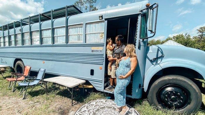 Keluarga Amerika Ini Sulap Bus Sekolah Jadi Rumah Indah Untuk Bepergian, Ini Penampakannya
