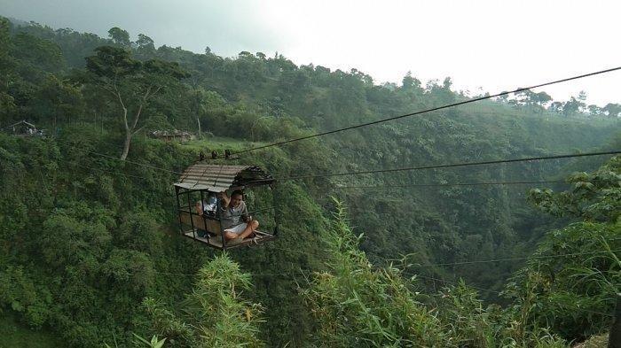 Uji Adrenalin, Begini Sensasi Naik Kereta Gantung di Atas Jurang Lereng Gunung Merapi