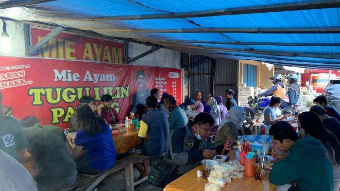 Mencicipi Mie Ayam Pocong Legendaris di Tugu Lilin Solo, Jadi Langganan Vlogger Terkenal