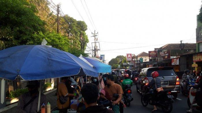 Pasar Takjil Depan Kampus II UMS Pabelan Bisa Jadi Rekomendasi Berburu Takjil Saat Ngabuburit