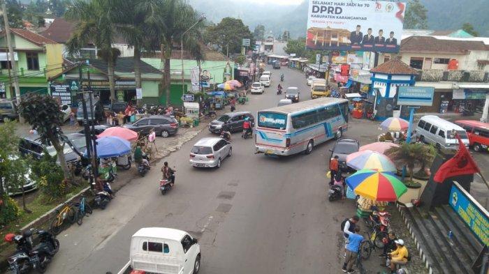 Info Kondisi Lalu Lintas Menuju Tawangmangu : Long Weekend, Jalanan Ramai Kendaraan Plat Luar Kota