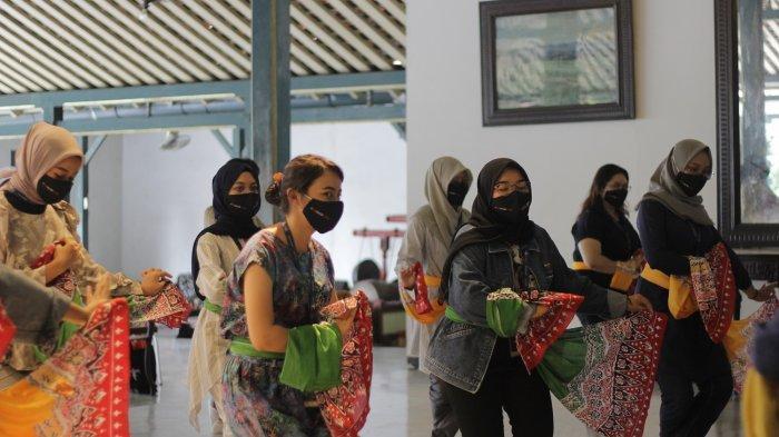 Pura Mangkunegaran Terapkan CHSE, Wajibkan Wisatawan Jaga Jarak dan Kenakan Masker