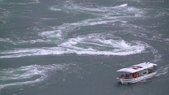Pacu Adrenalin, Merasakan Sensasi Berlayar Mendekati Pusaran Air Laut Raksasa di Jepang