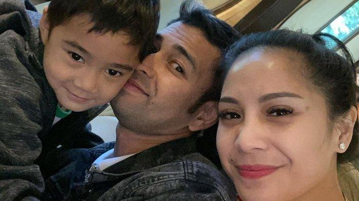 Istirahat dari Dunia Hiburan, Raffi Ahmad Kunjungi Bromo Bareng Nagita Slavina dan Rafathar