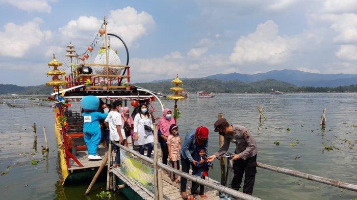 Antisipasi Kapal Terbalik, Operator Perahu Wisata Rowo Jombor Klaten Tambah Personel