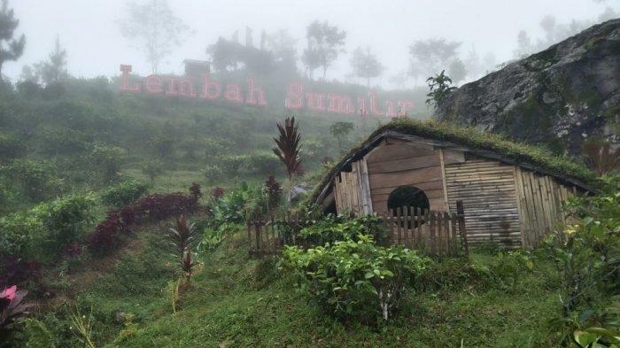 Menikmati Keindahan Rumah Hobbit di Lembah Sumilir Kaki Gunung Lawu, Spot Foto Favorit Wisatawan