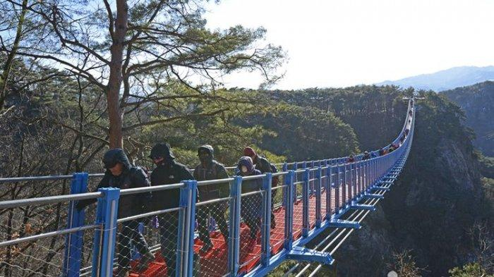 Kunjungi Lokasi Drakor It's Okay To Not Be Okay, Sogeumsan Suspension Bridge