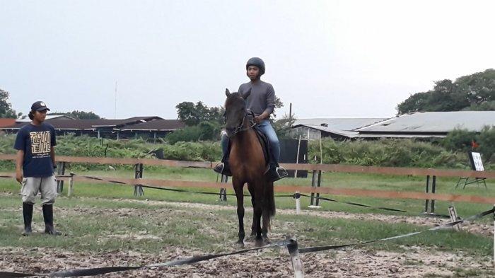 Tak Boleh Sembarangan, Groomer Solo Berkuda Beberkan Perlunya Pendekatan Sebelum Naik Kuda