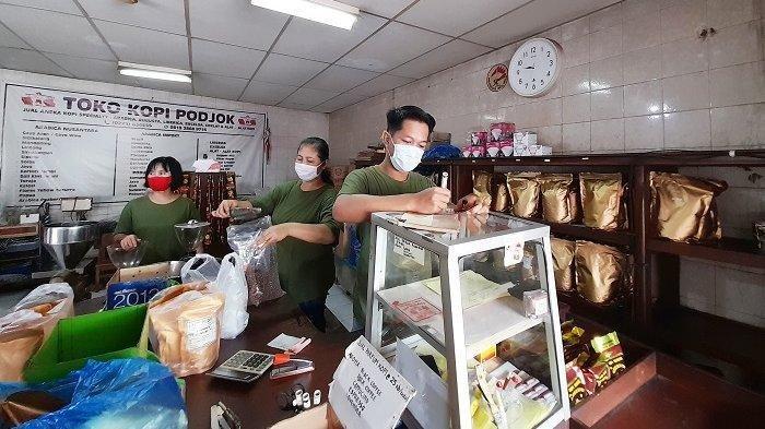 Toko Kopi Legendaris Pasar Gede Ini Sediakan Ratusan Jenis Kopi dari Dalam dan Luar Negeri