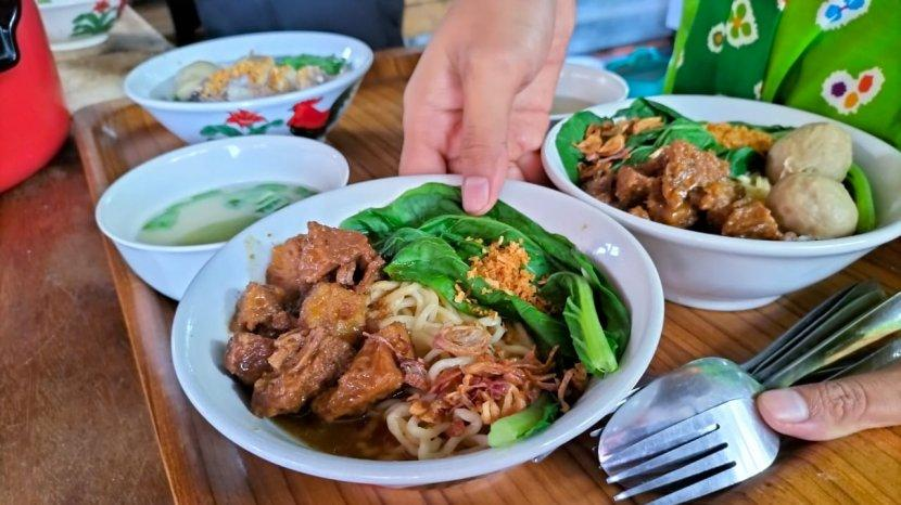 Kuliner Lezat Bakso dan Mie Ayam Balungan Batu Jamus Sragen, Warung Tak Pernah Sepi Pembeli