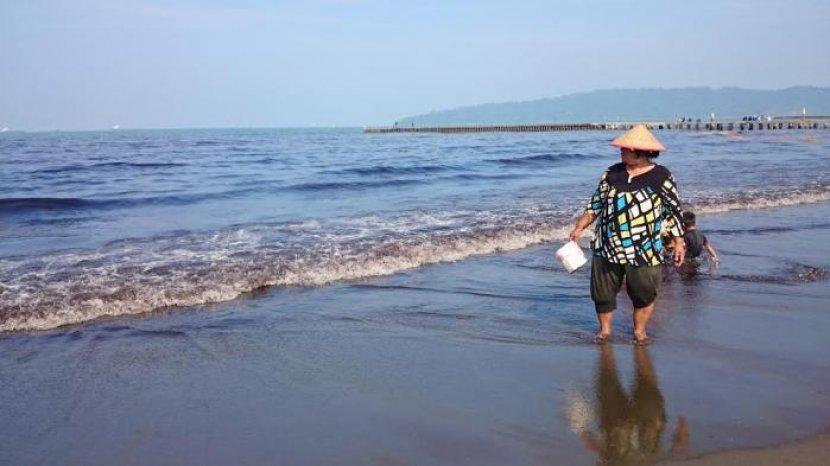 Nikmati Senja dengan Debur Ombak di Teluk Penyu Cilacap, Bisa Juga Lihat Nusakambangan Dari Dekat
