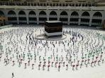 Ratusan-jemaah-Muslim-mengelilingi-Kabah-Haji.jpg