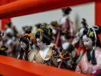 boneka-di-kuil-awashima-jepang.jpg