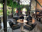 cafe-eskala-eatry-and-bar-and-coffeee-di-yogyakarta-yosss.jpg