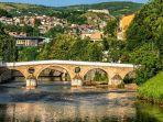 jembatan-latin-sungai-miljacka-di-sarajevo-bosnia-and-herzegovina-yos.jpg