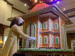 miniatur-masjid-dari-rengginang-di-the-sunan-hotel-yoss.jpg