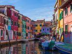 pulau-burano-yang-dicat-warna-warni-di-italia-yess.jpg