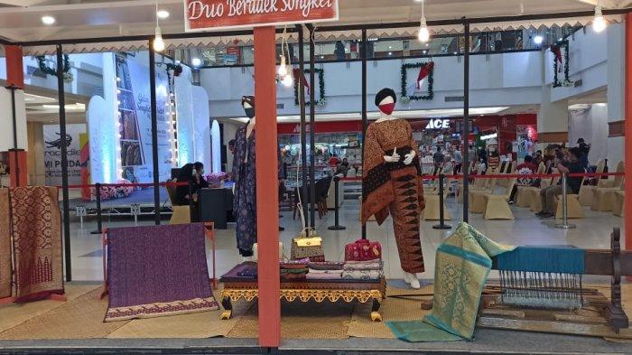 Gelaran Tenun Songket dan Batik Nusantara  Bangkit Bersama UMKM Diadakan di Atrium PIM