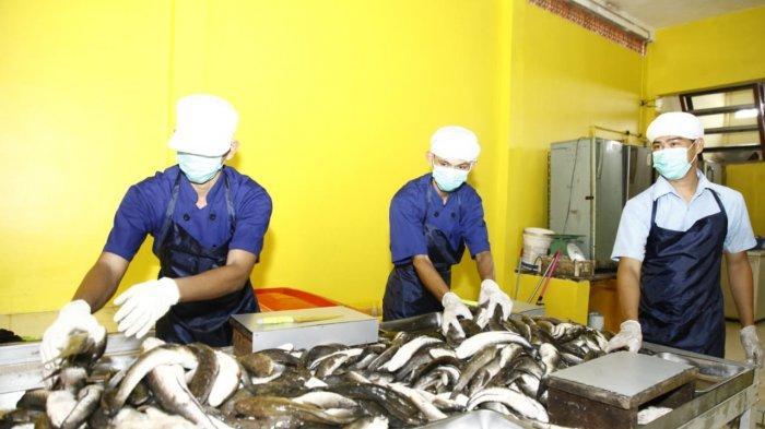 Gubernur Tinjau UMKM Penggilingan Ikan di I Ulu, Rencankan Akan Buat Tugu Replika Ikan Gabus