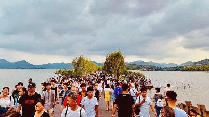 Itinerary Hangzhou 2 Hari 1 Malam, Datangi West Lake Dihari Pertama
