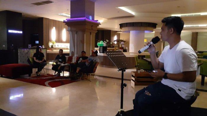 Premiere Bar & Lounge M-Regency Hotel Makassar Hadirkan Band Akustik Setiap Malam